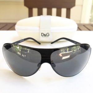 Dolce & Gabanna black aviator sunglasses. Like new